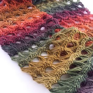 One can never have too many broomstick lace infinity scarves! #crochet #bhooked #bhookedcrochet #freepattern #videotutorial @redheartyarns #boutiqueunforgettable #polo