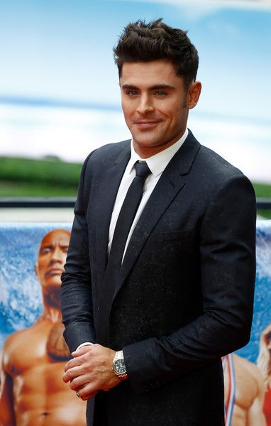 "Zac Efron Photos Photos - US actor Zac Efron poses for photographers during a photocall to promote the Europe premiere of ""Baywatch"" on May 30, 2017 in Berlin. / AFP PHOTO / Odd ANDERSEN - Europe Premiere of 'Baywatch' in Berlin"