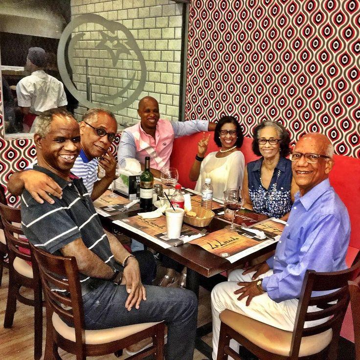 Feliz cumple al combustible de mi corazón mi madre! Una cena especial con parte de sus hermanos.