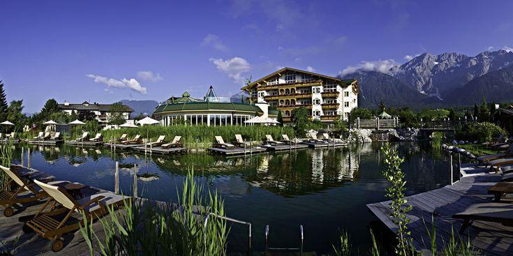 Der mehrfach ausgezeichnete Familienbetrieb Alpenresort Schwarz liegt am Mieminger Sonnenplateau,35 km westlich von Innsbruck.Aktiv- & Erholungsurlaub in Perfektion erleben Sie mit allen Sinnen im 4 000 m² großen  SunWelly Spa. Einzigartig ist auch die 32.000 m² weite Hotelgartenanlage mit Liegewiesen, 3 Profi-Tennisplätzen & attraktiven 27-Loch Golfplatz direkt vor dem Haus Herrlichen Badespaß bieten die Schwarz-Wasserwelten mit 7 traumhaften Pools & 1 Natur – Erlebnissee.