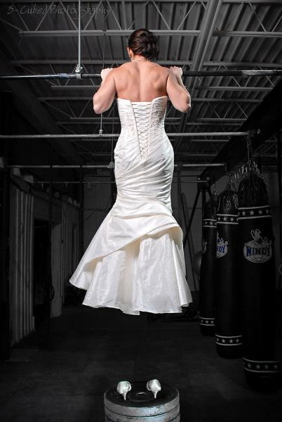 Crossfit Bride. I can't help it... I kind of want to take a crossfit pic in my wedding dress!