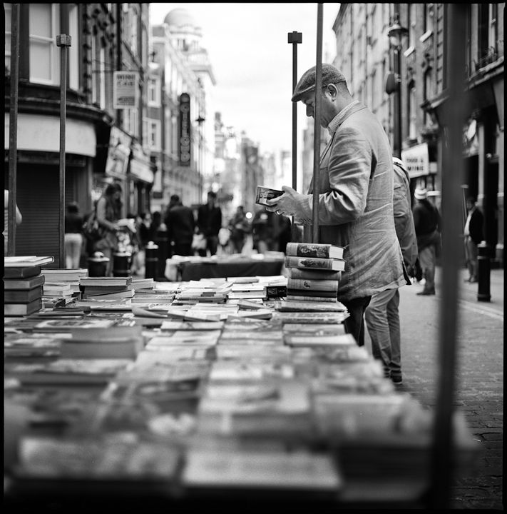 Hesselblad carl zeiss c t reading secondhand book rupert street london black and white nobuyuki taguchi photography