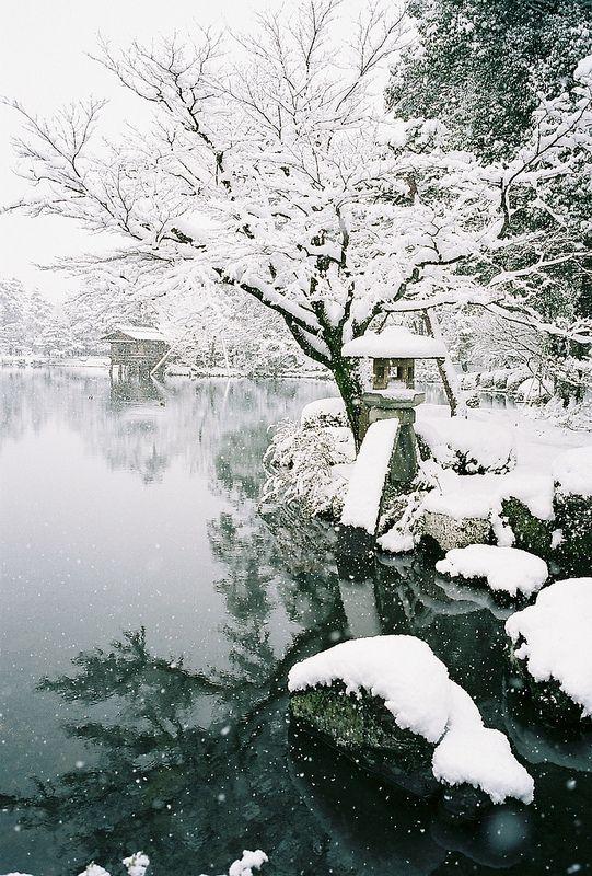 Snow in Kenroku-en Garden, Kanazawa, Ishikawa, Japan