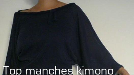"""Comment coudre un top manches kimono en deux coups de ciseaux et quatre coutures à partir d'un tee-shirt. Simple et accessible à toute couturière débutante. Un basique déclinable en robe ou manches courtes. A réaliser dans un tissu souple et """"stretch"""" pour plus de confort. Pour femme ou enfant."""