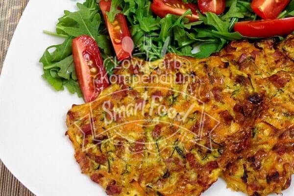 8 stück: 1 Karotte 1 Zucchini 3 Eier 125 g Schinkenwürfel 150 Gramm Cheddar gerieben Muskatnuss nach Geschmack 1 TL schwarzen Peffer