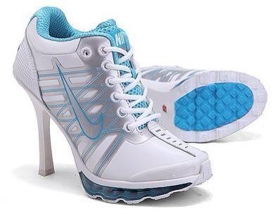 Mariposas del Amor   nike high heels, zapatillas nike con tacón azul y blanco  #nike #tacon #high #heels #azul #blanco #salto #alto #deportivas #sportshoes