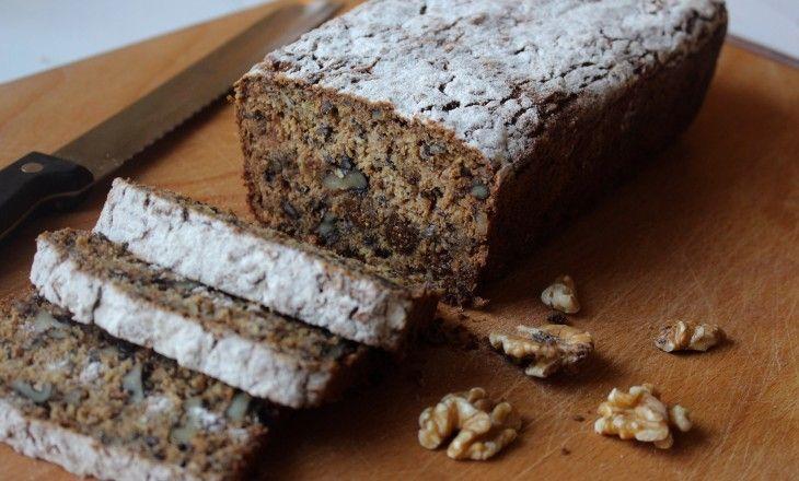 Ett saftigt bröd bakat på yoghurt, bovete och havre. Fritt från gluten och fullspäckat med fikon och valnötter. Det går bra att byta ut yoghurten mot havr