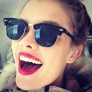 Ray Bans and bright lips!