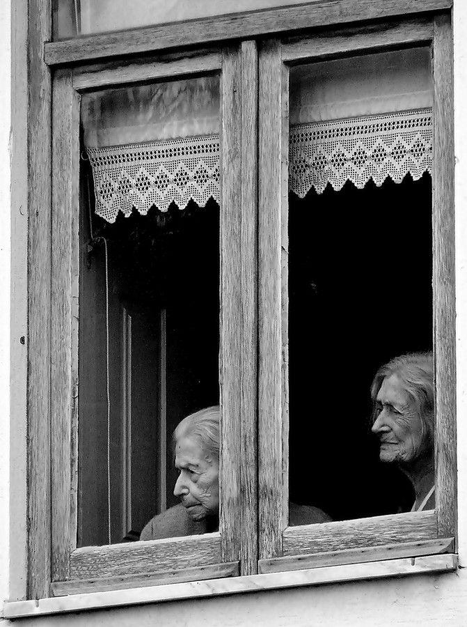No las abandones..!! no es la soledad lo que ellas se merecen despues de haber dado tanto...