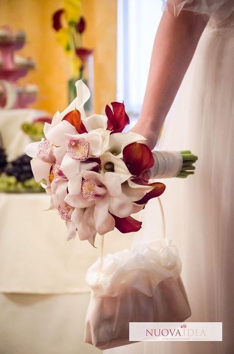 Știați că o specie de orhidee din Asia era folosită drept poțiune a dragostei? Sau că în Africa orhideea era purtată de triburi pentru a binecuvânta căsniciile? Această floare deosebită pare să fie așadar o alegere extrem de inspirată pentru buchetul de mireasă. Tu ce orhidee alegi pentru ziua cea mare?  http://ift.tt/2kmlp8E