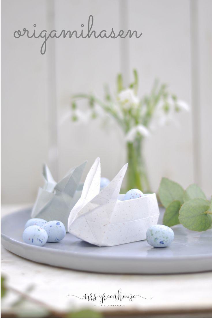 Origami-Hasen für Ostern. Gefüllt mit kleinen Süßigkeiten ein tolles Ostergeschenk. Faltanleitung auf mrsgreenhouse.de #origami #ostern #origamihasen #osterhase