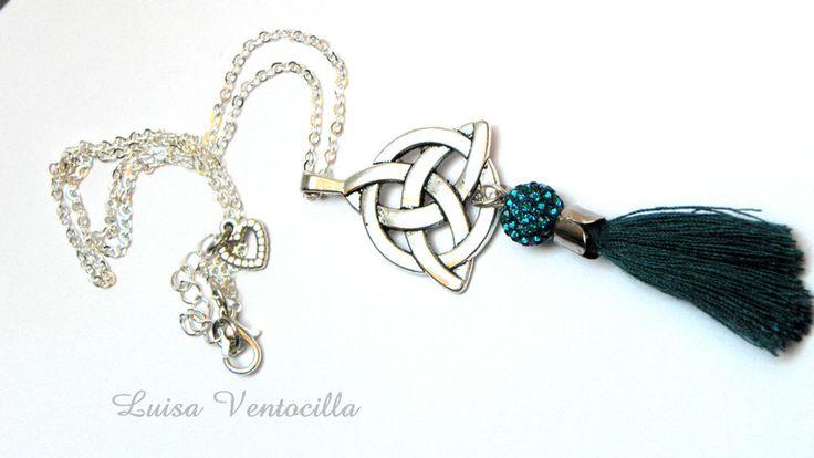 Mittelalter-Schmuck - Wunderschöne Halskette mit Triqueta und Shamballa - ein Designerstück von Luisa-Ventocilla bei DaWanda