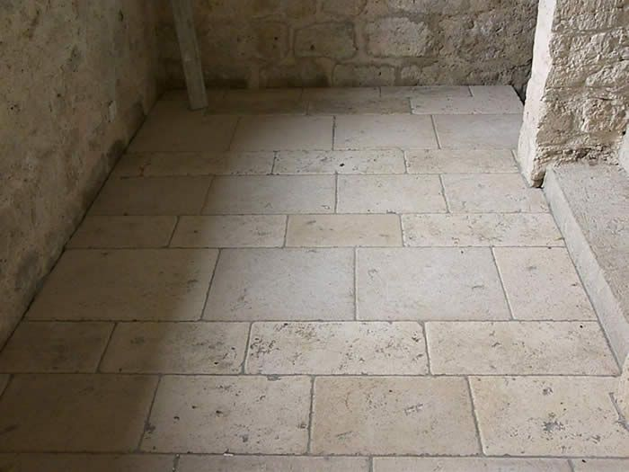 Stone flooring of various sizes and shapes looks gorgeous in virtually any room in your home.