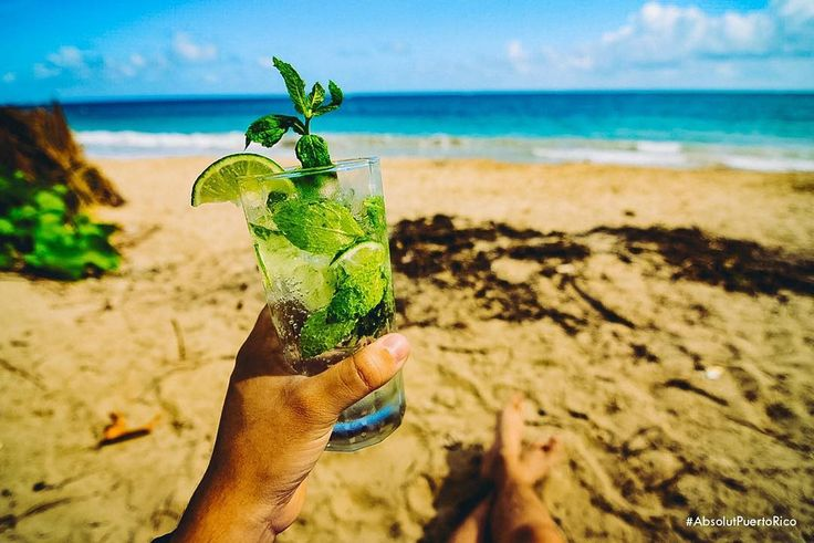 Absolut Mojito  2oz. Absolut Vodka  1oz. Jugo de Limón  oz. Jarabe Simple  6 Hojas de Menta  4 Cuartos Lima  Soda Water  #AbsolutPuertoRico #AbsolutDrinks #QuadGoals #AbsolutMojito #Mojito #Drinks #Beachlife #PR