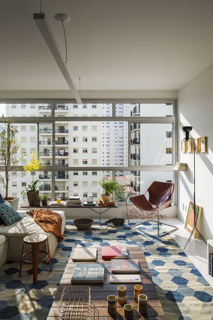 Um lar cheio de vida com detalhes coloridos, plantas e muito mais