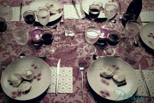 Una mesa así montada queda ideal para una cena íntima entre amigos!!