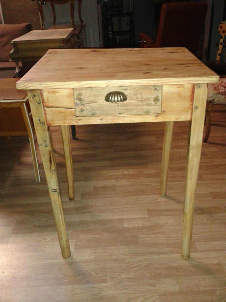 Mesa tocinera peque a restaurada en el taller de lila - Mesa de taller ...