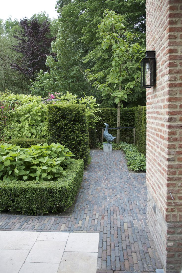 Traditional garden with boxwood and hedges by design Van Raaijen Hoveniers in Almere (NL) - traditionele tuin