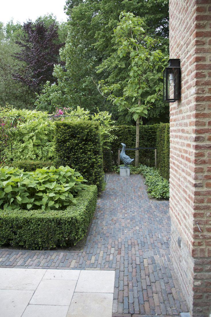 Van Raaijen Hoveniers Almere  - traditionele tuin - bestrating