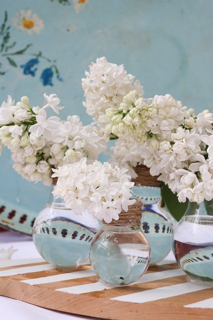 Diy: Vaser av glödlampor och träskärbräda