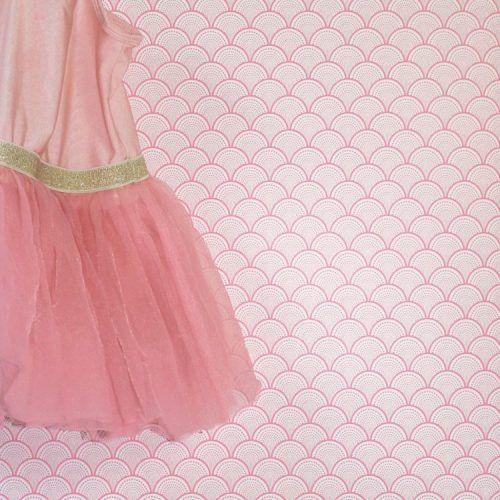 Behang meisjeskamer met een prachtige roze print. Zeer hoge kwaliteit en veel sterker dan normaal behang. Bestellen p/m waardoor je geen afval hebt.
