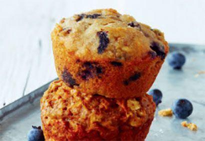 Recette Muffins aux bananes, aux bleuets et aux amandes - Coup de Pouce