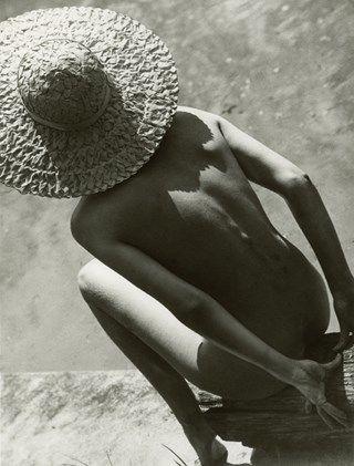 MOOD // Nude in Straw Hat, Martin Munkácsi, 1944 Silver gelatin prin