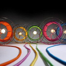 Nuove idee per rimanere fashion anche con una semplice lampada. Il design innovativo di alcuni designer unici e promettenti.