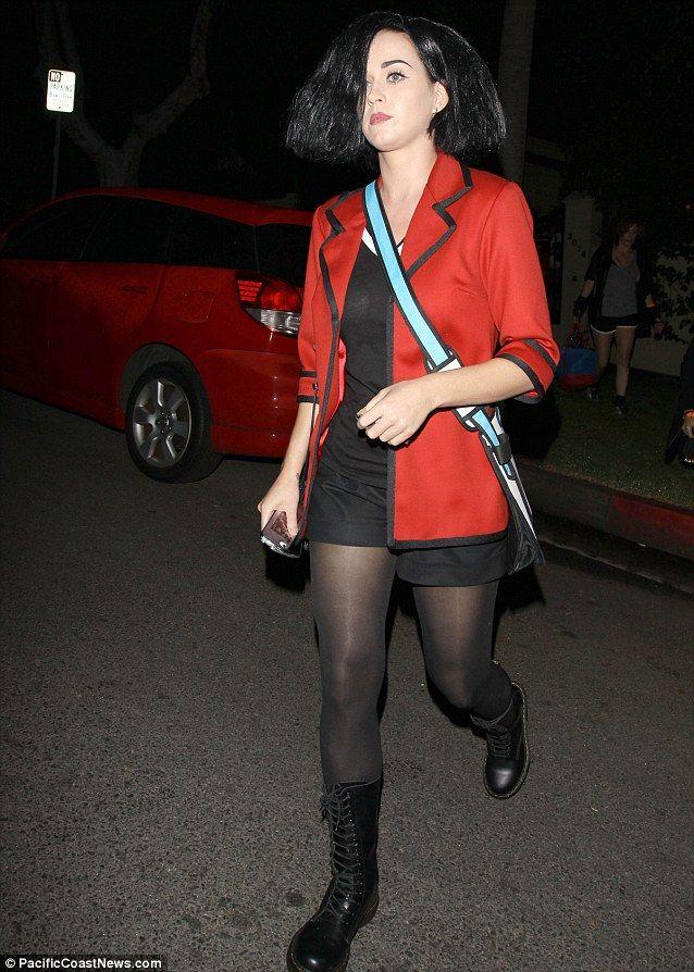 Katy Perry dressed as Jane Lane of MTV cartoon Daria for Halloween. #boring