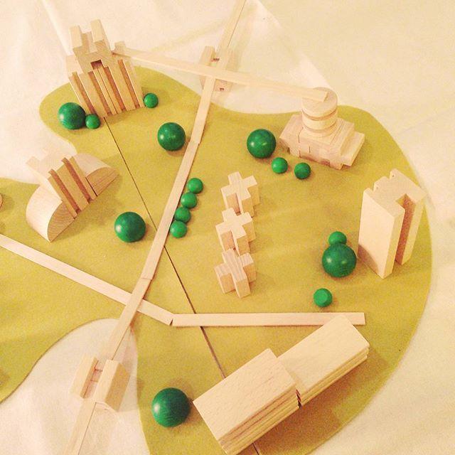 YoYo atelier | Piccoli urbanisti crescono! #m2city #milaniwood #woodentoys #woodenblocks #fsc #kids #kidsdesign . #giochiinlegno #bambini #designperbambini