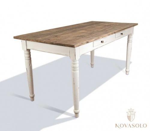 Røft og stilig Java spisebord i resirkulert furu. Bordet har praktiske skuffer og den naturlige bordplaten i kombinasjon med det