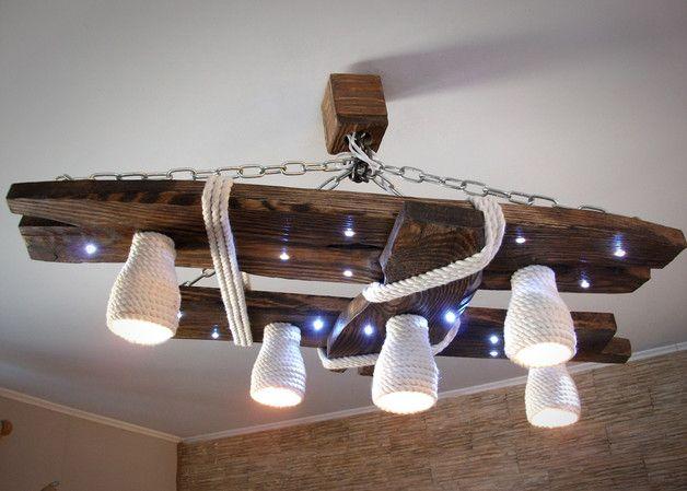 Holz Kronleuchter mit LED-Spots und Schattierungen aus Baumwolle  Seil. Der Kronleuchter ist von Hand gefertigt. Die Handwerkzeugen benutzt sind. Die Lampe ist staubbeständig, da sie mit einer...