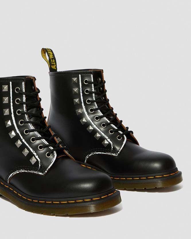 tubo barricata rendilo piatto  8 Eye Black Studded Dr. Martens Boot | Black studded, Boots, Eye black