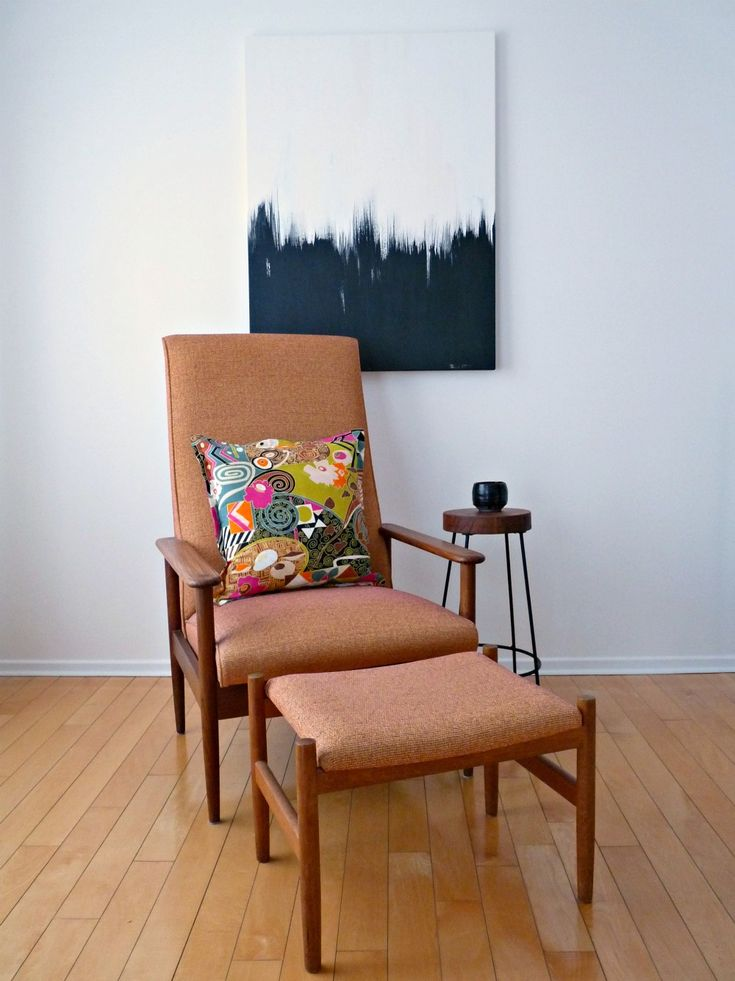 I like the simplicity of the chair and side table Dans le