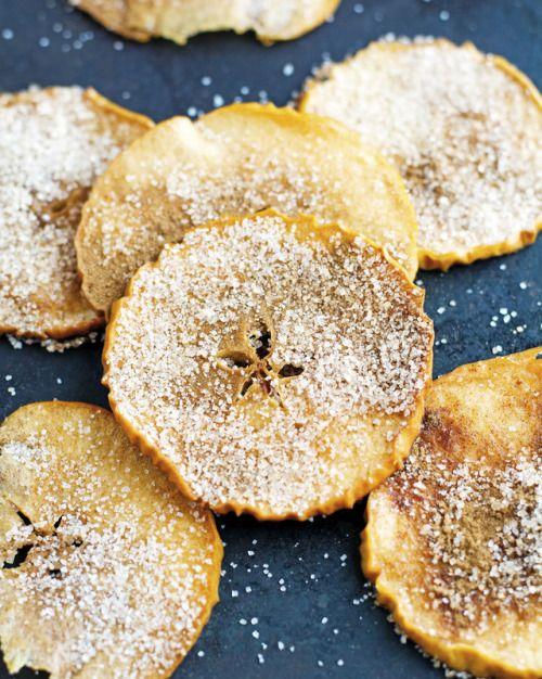 BAKED CINNAMON SUGAR APPLE CHIPSFollow for recipesGet your  Mein Blog: Alles rund um Genuss & Geschmack  Kochen Backen Braten Vorspeisen Mains & Desserts!