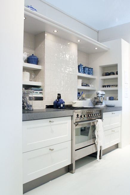 Sleek kitchen with open shelves. It would be nice if I had some closed-door cabinets on the opposite wall to hide all my Tupperware :)