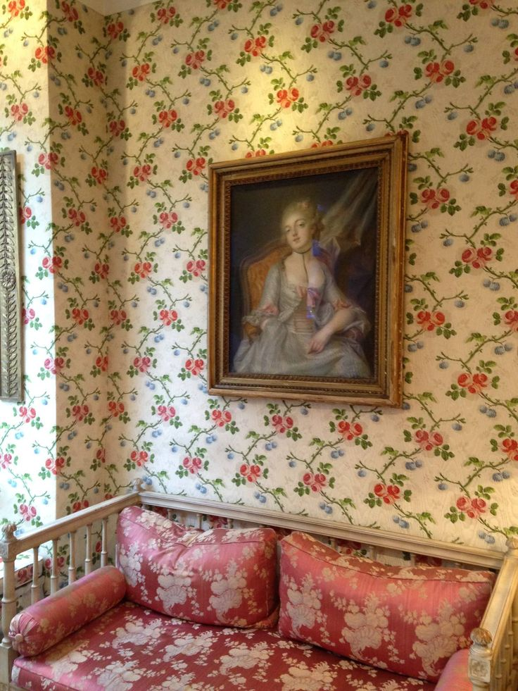 A new work of art in the hotel: a pastel of the time of Louis XV, ca.1750. Discreetly erotic. On the frame, wax seal of the Orleans House. The original painting was seen at this time as scandalous. http://www.carondebeaumarchais.com/english/hotel.html