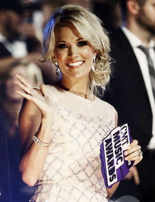 Carrie Underwood's ultra feminine updo