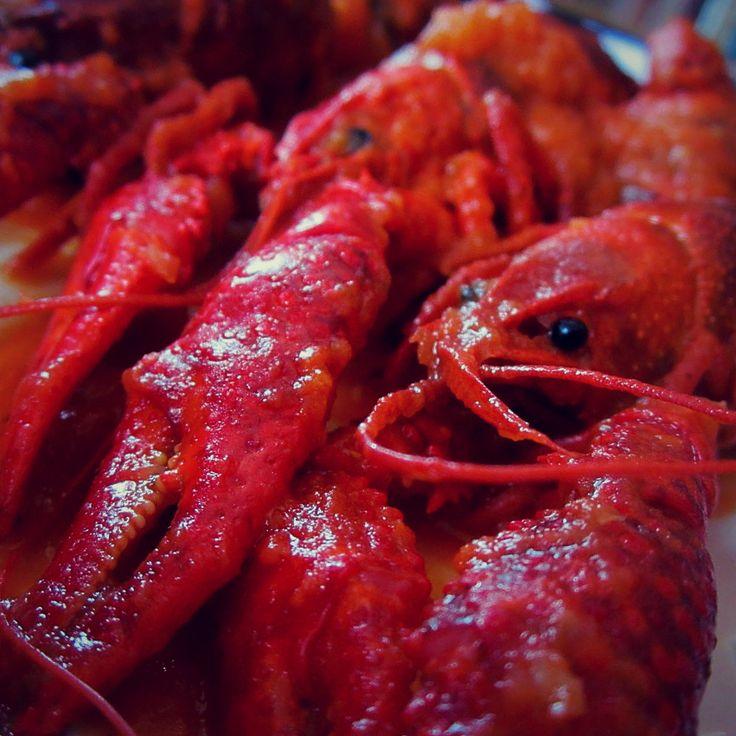 """En """"Baltin Krogs"""" no somos autosuficientes, pero casi !.  Cangrejo de rio autoctono directamente de nuestro estanque a la cazuela, cocinado en salsa roja picante. Rico rico. #Baltiņ #Ilūkstesnovads #Latvija #baltinkrogs"""