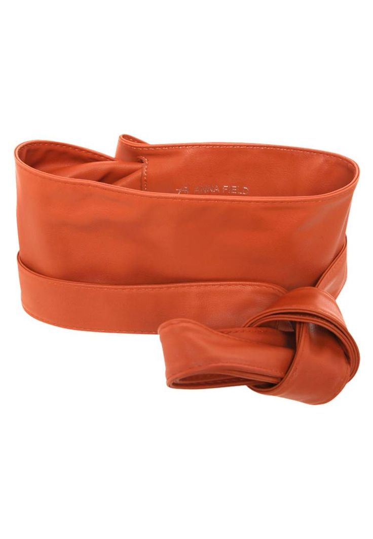 Anna Field. Cintura - cognac. #cintura #cinture #vitaalta #zalandoIT #fashion Composizione:100% Poliuretano. Materiale:fintapelle. Lunghezza:238 cm nella taglia One Size. Chiusura:Nodo. Larghezza:11 cm nella taglia One Size. Fantasia:monocromo