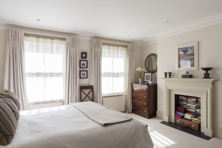 Sypialnia styl wiejski, przytulna sypialnia, sypialnia z kominkiem. Zobacz więcej na: https://www.homify.pl/katalogi-inspiracji/12399/pomysly-na-dekoracje-sypialni