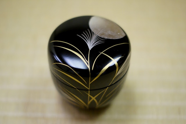 Natsume (lacquered tea caddy) used in celebration of otsukimi.