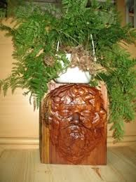 Face stand carved out of solid wood
