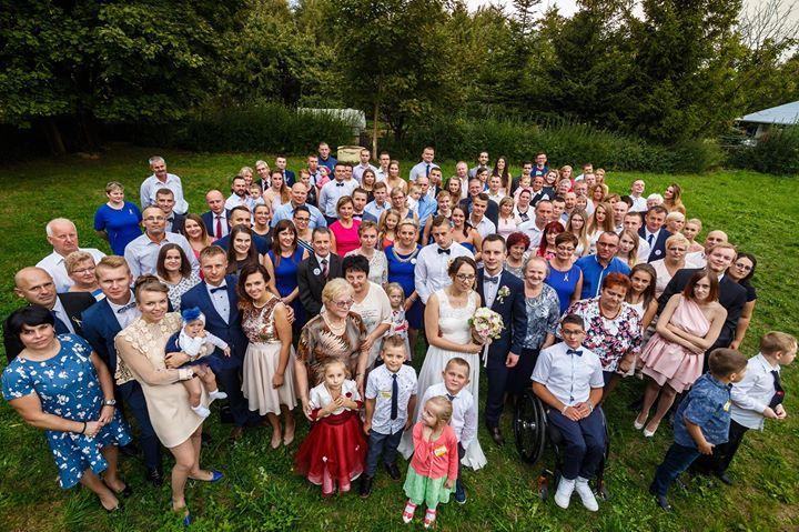 """Natalia i Robert <3 i Najwspanialsi goście  tego Cudownego Wesela. """"Oto jest miłość. Dwoje ludzi spotyka się przypadkiem a okazuje się że czekali na siebie całe życie""""  #fotografwrocław #fotografiaslubnawroclaw #zdjeciaslubnewroclaw #weddingphotography #fotografślubnywrocław #fotografiaślubna #kamerzysta #makeup #ślub2018 #dron #slubnaglowie #fotograf #wesele #wedding #wesele2018 #fotografnaslub #panmlody #fotografpoznan #pannamłoda #welon #fotografwarszawa #makijazslubny #fryzuraslubna…"""