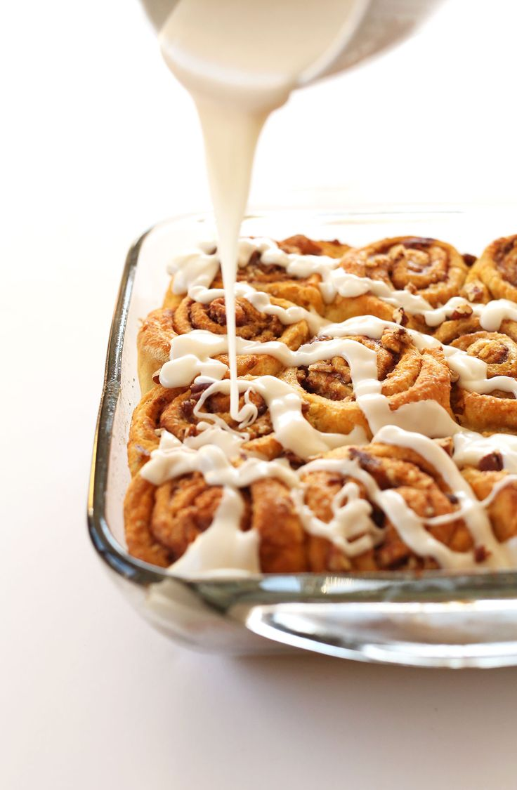 1 Bowl VEGAN Pumpkin Cinnamon Rolls! Simple, spicy, delicious #vegan #pumpkin #fall