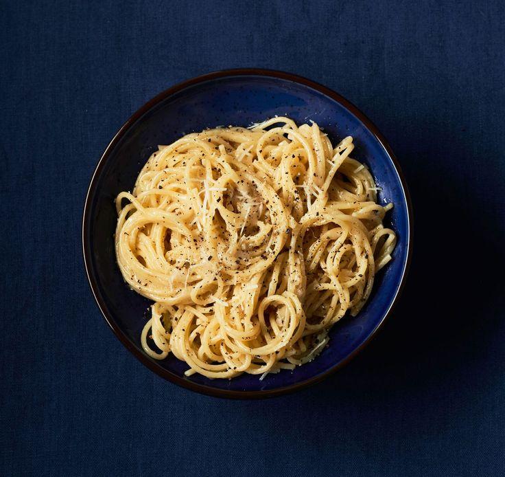 Suolainen pecorino ja paahdetut pippurit muodostavat sellaisen makuparin pastalle, ettei muuta tarvita.