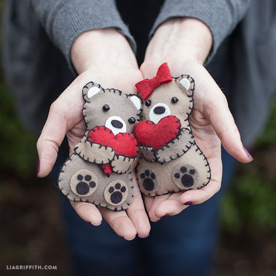 Craft these Mini Valentine's Day Bears from Felt as a homemade Valentine's Day gift idea or gift topper. (Free pattern.)