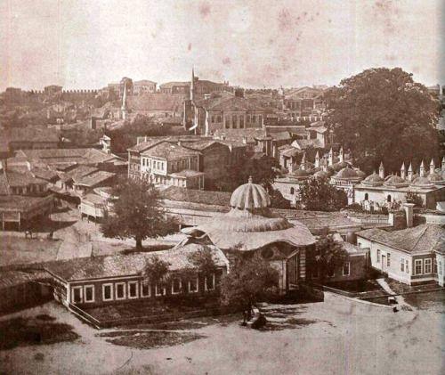 Beyazıt Eski Seraskerat Kapısının hem karşıdan hem de kuleden çekilmiş fotoğrafları. Fotoğrafları daha evvel paylaşıp arşiv sitesine koymamıştım.