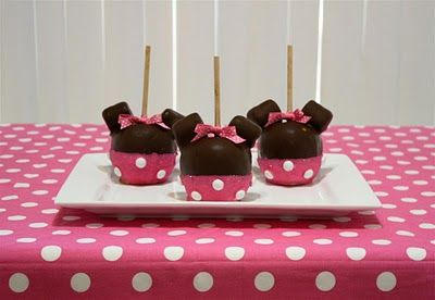 Minnie Mouse caramel apples!: Cakes Pop, Mouse Birthday, Minnie Birthday, Birthday Parties, Candy Apples, Parties Ideas, Girls Birthday, Minnie Mouse Parties, Caramel Apples