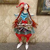 Купить или заказать Сладкоежка в интернет-магазине на Ярмарке Мастеров. Авторская кукла- Сладкоежка. Дева с роскошными формами любительница сладенького.Кукла выполнена вручную без использования готовых форм. По всей фигуре куклы проходит проволочный каркас.Одета в итальянские щелка . Хлопковые кружева выкрашены вручную .